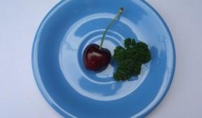 Wenig Essen auf einem Teller