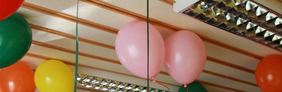 Die gute Nurich, die Gekreuzsiegt unterstützt, hatte die brillante Idee mit Helium gefüllte Luftballons steigen zu lassen, egal von welchem Ort. Am 01.08.2011 gegen 18.00 stiegen aus Fallersleben eine ganze Reihe an Luftballons.