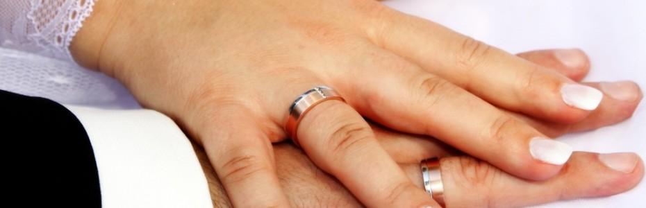 Wir haben uns gestern Vormittag, das 'Ja-Wort' gegeben und sind somit ein Ehepaar. ;)