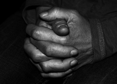 Es gibt oft Leute, dazu zähle ich mich mit rein, die sich nicht trauen laut zu beten. Dabei macht es kein Unterschied, ob du schon lange Christ bist oder in einer christlichen Familie aufgewachsen bist und dennoch ist Gebet unsagbar wichtig für uns.