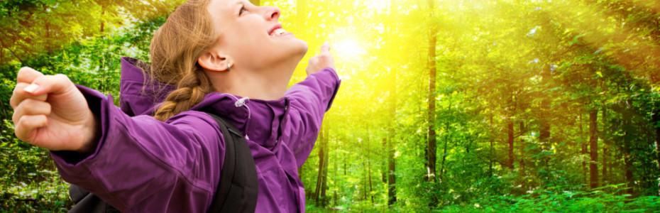 Hast du dir schon mal einen Tag die Zeit genommen, rauszukommen? Ich habe eine große Vorliebe dafür, raus zu gehen und Gottes wunderschöne Welt zu entdecken. Fast jeden Tag nehme ich mir die Zeit dafür, 1-2 Stunden raus zu gehen, die frische Luft einzuatmen, die Natur zu beobachten und die Sonne zu genießen.