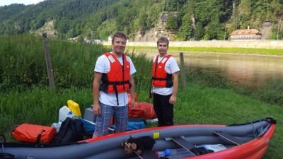 Kevin und Philipp bei ihrem Boot