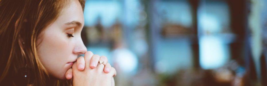 In Gesprächen merke ich immer wieder, dass viele Menschen ein Problem damit haben, dazu zu stehen, dass man Christ ist. Vielleicht ist es ihnen peinlich oder sie haben Angst davor, dass es Konsequenzen geben könnte. Vielleicht wird man ausgelacht oder die Freundin möchte kein Kontakt mehr?