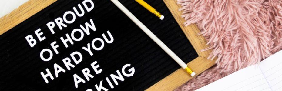 Was zählt wirklich im Leben? Ist es wichtig bewundert zu werden und Anerkennung zu bekommen? Sollten wir nach Macht streben, um über andere bestimmen zu können? Ist Besitz und viel Geld wirklich das Wahre? Jeremia hat darauf ein Antwort, um die es in dem heutigen Blogpost gehen soll.